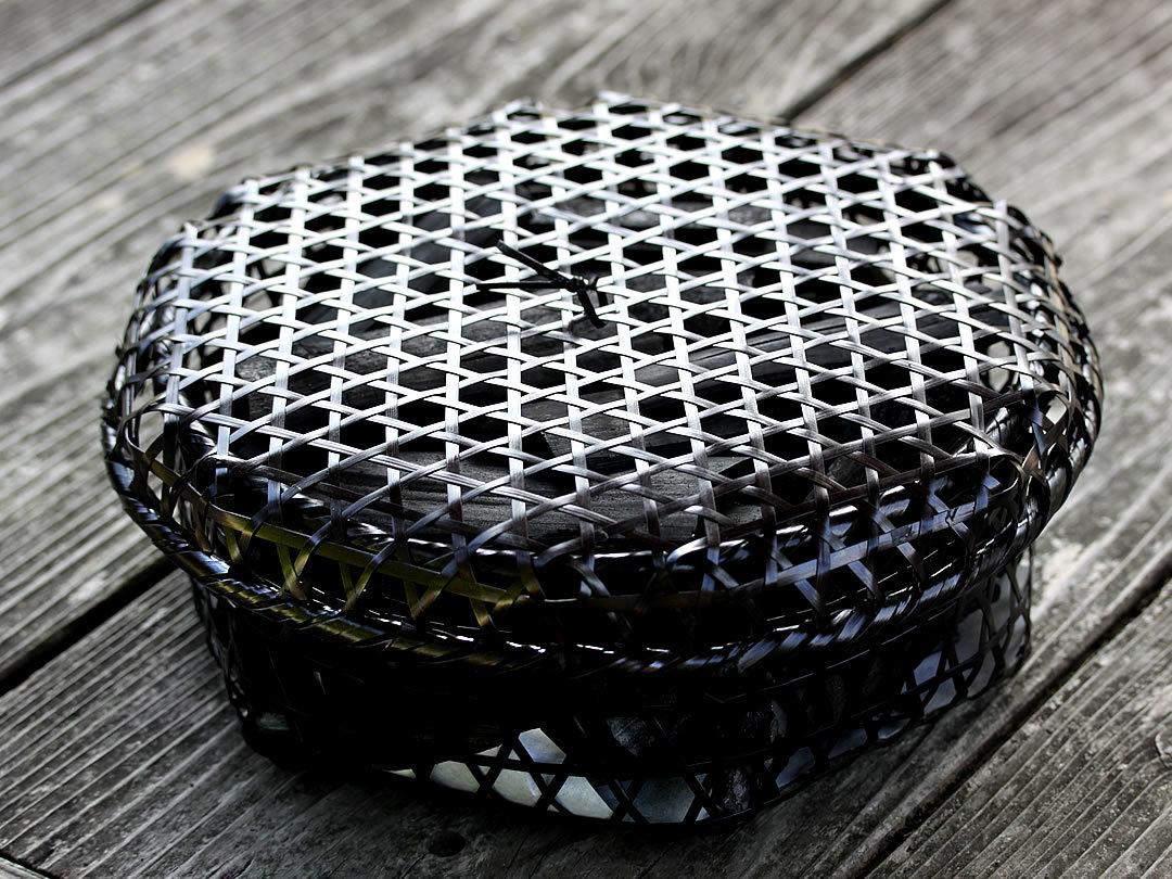 黒編み竹炭籠