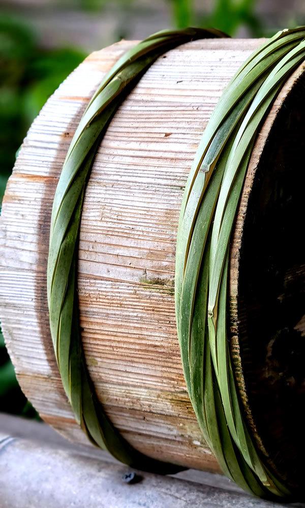 真竹タガの古い桶
