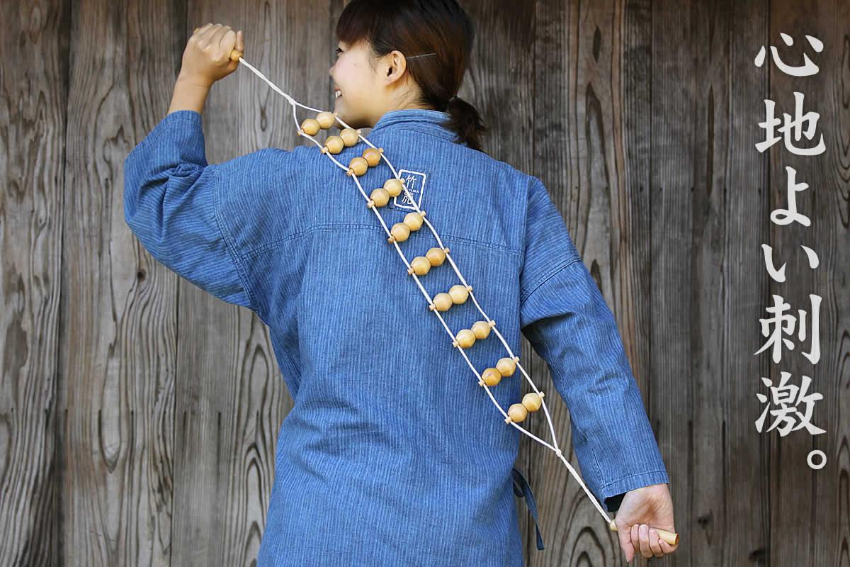 木製ゴロゴロマッサージャーは、竹のコロコロが心地よい刺激を与えるマッサージ用品です。