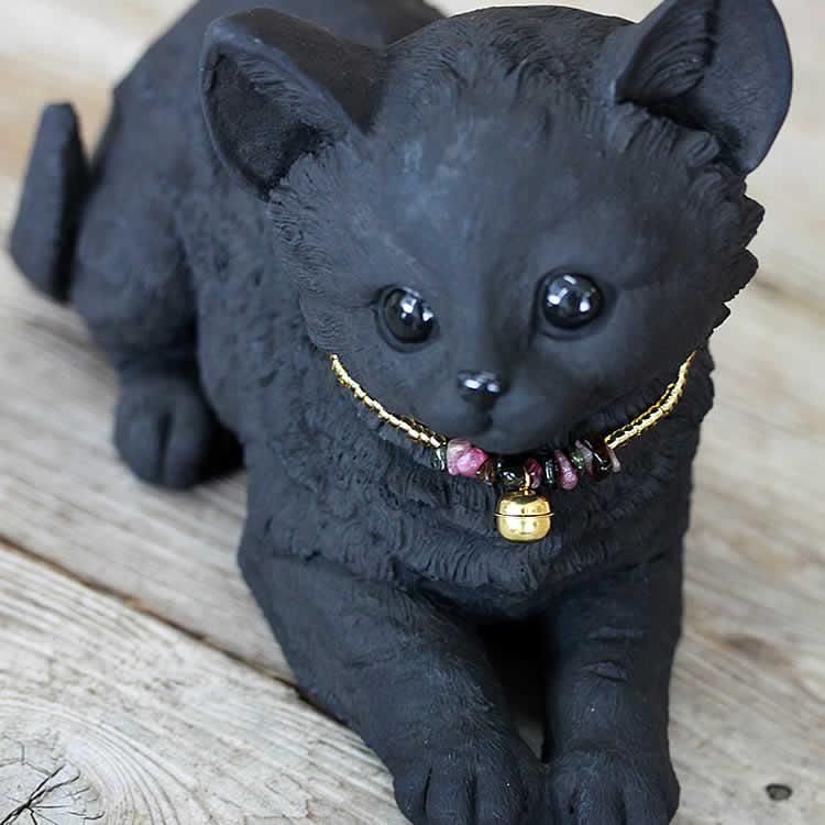 チャーミングな、竹炭のふせ猫ちゃん