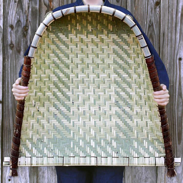 実用的な竹製の箕(手箕)