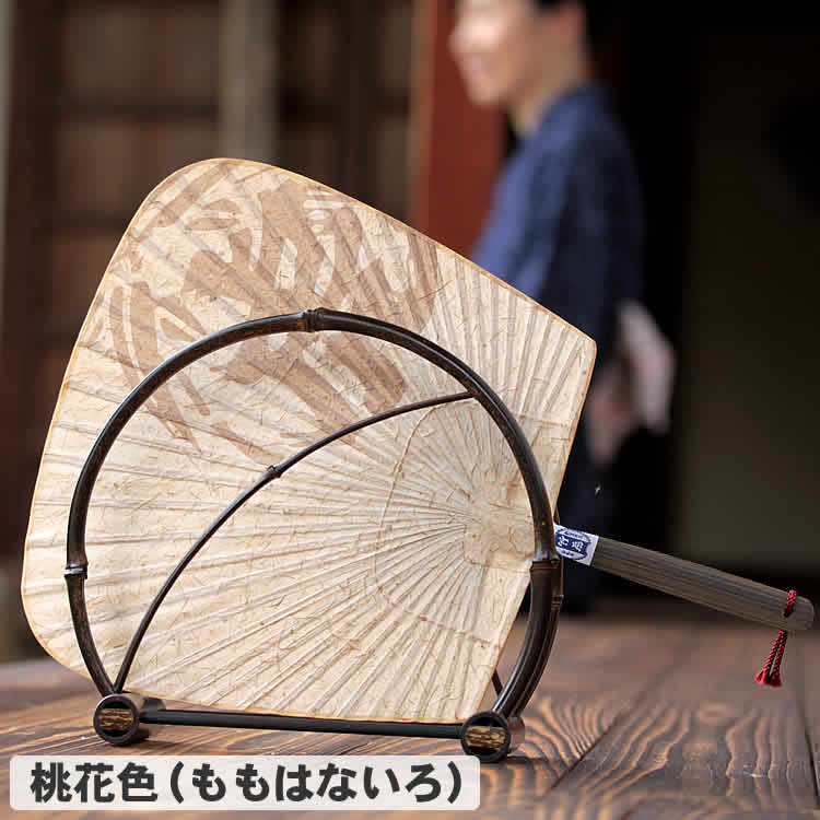 虎竹和紙渋引団扇と黒竹団扇立て