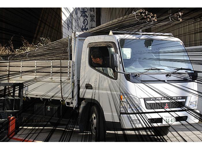 大型トラック...を運転する竹職人!!