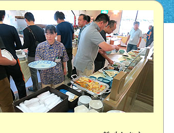 和食と洋食のバイキング