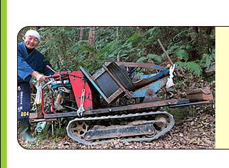 キャタピラーの付いた竹運搬機