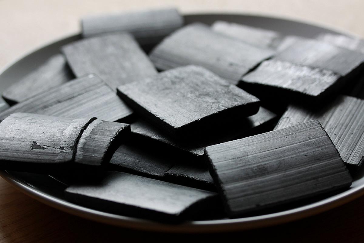 土窯づくりの最高級竹炭