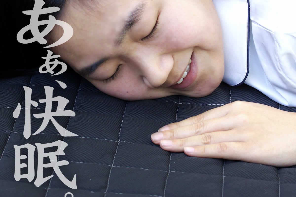 竹炭ベッドパッドは、消臭効果を持つ竹炭の入った樹脂綿で作った敷きパッドです。