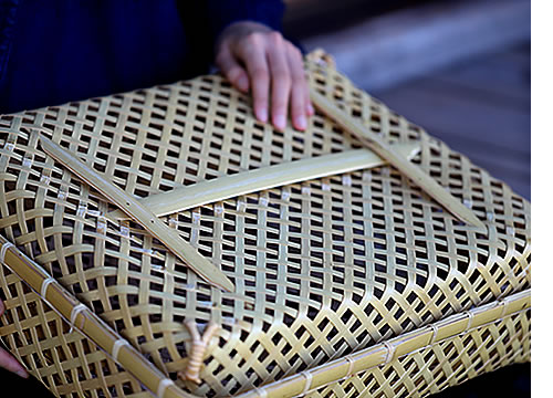 白竹蓋付き四ツ目衣装籠