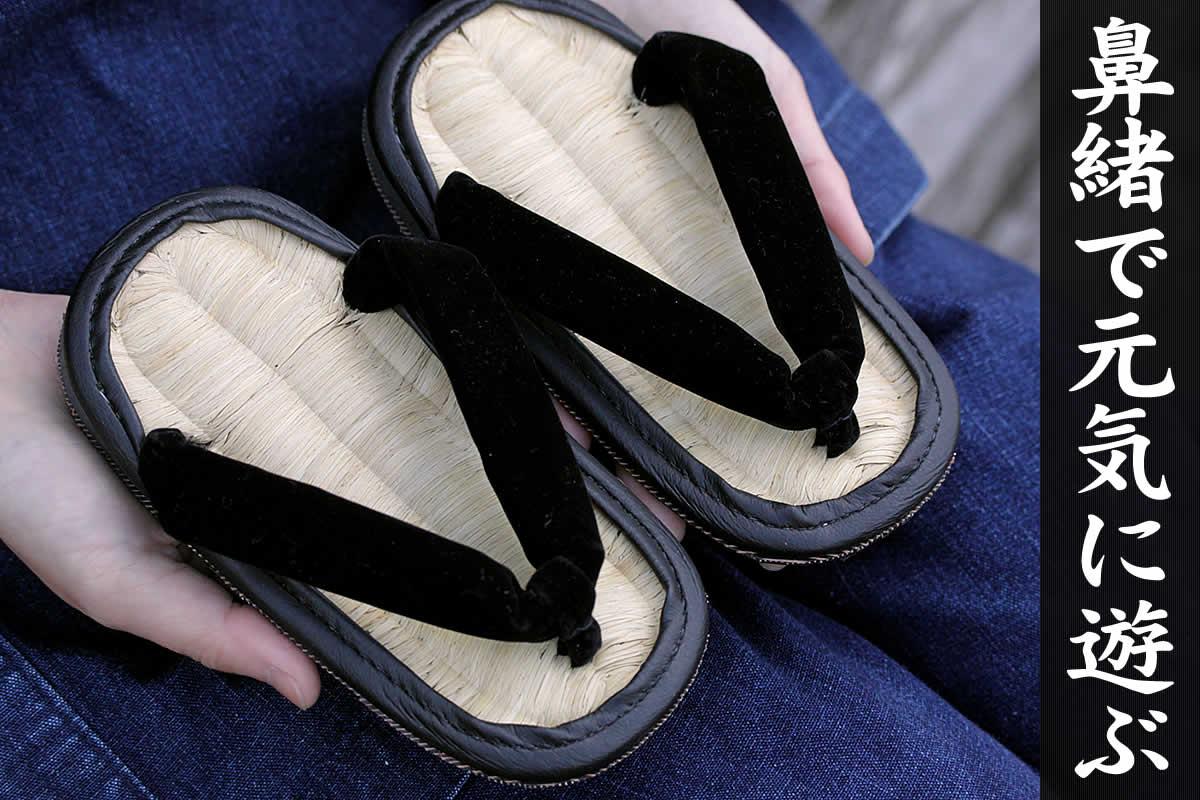 竹皮ライト雪駄 子供用は、お子さまでも履けるミニサイズの雪駄です。素足に気持ちいい竹皮編みと、自転車のタイヤを使った底が特徴です。