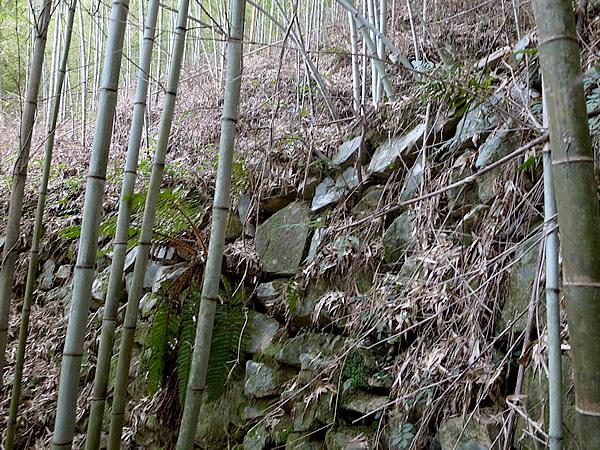山道の石積み