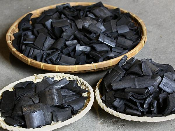 竹炭の選別