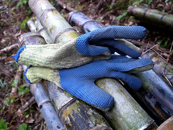 ゴム張りの手袋
