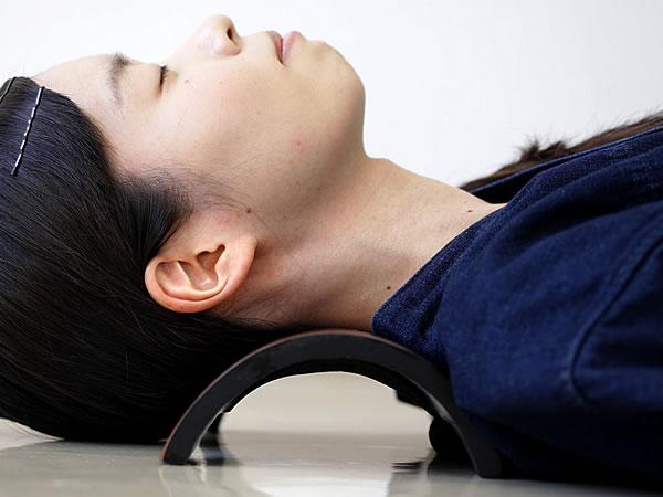ストレートネックと竹半円<br /> 枕