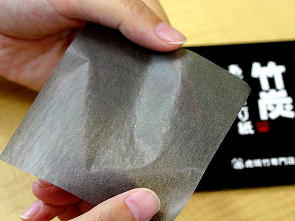 竹炭あぶらとり紙ですっきりお肌♪